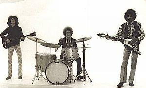 Noel Redding (l), Mitch Mitchell (c) & Jimi Hentrix (r)